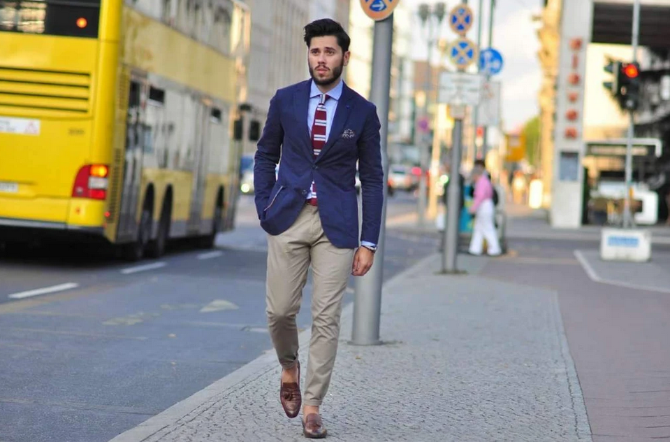 How To Wear A Navy Blue Blazer on Monday