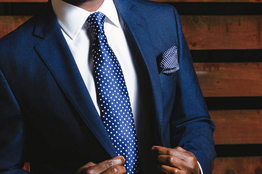 How To Wear A Navy Blue Blazer on Friday